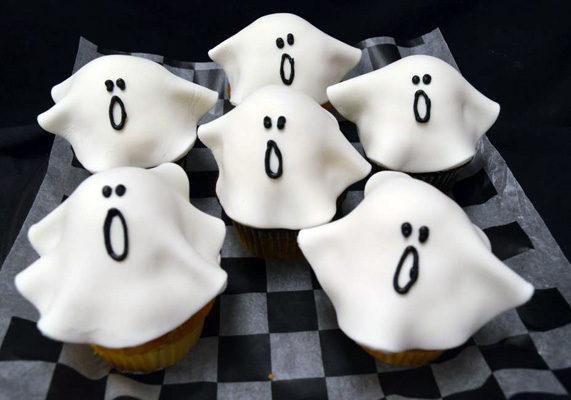 Dorothyann fondantghostcupcakes