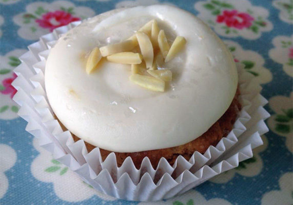 When spring arrives, customers areleaving rich and savory flavors behind.Offer fresh citrus flavors, such as lemon, on your menu. Incorporating yogurt and almond flavors will alsoappeal to more adventurous consumers. Photo courtesy of The Flying Cupcake Bakery
