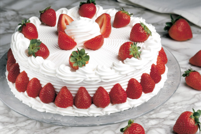 Strawberry shortcake with whipped topping