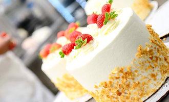 Freedsbakery_strawberrycake
