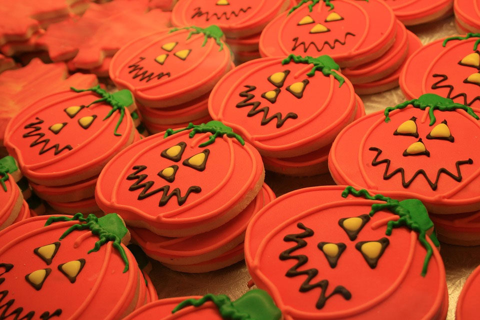 HalloweenPumpkinCookies