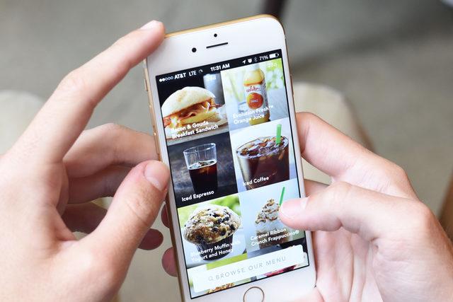 Starbucks_mobileorderpay