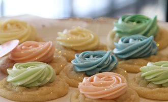 3womenoven_icedcookies
