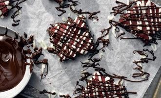 Redvelvetchocolatechipbrownies