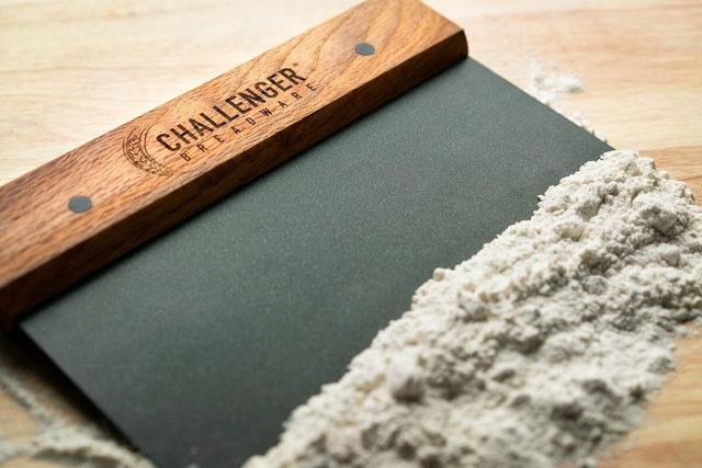 Challengerbreadware_benchknife