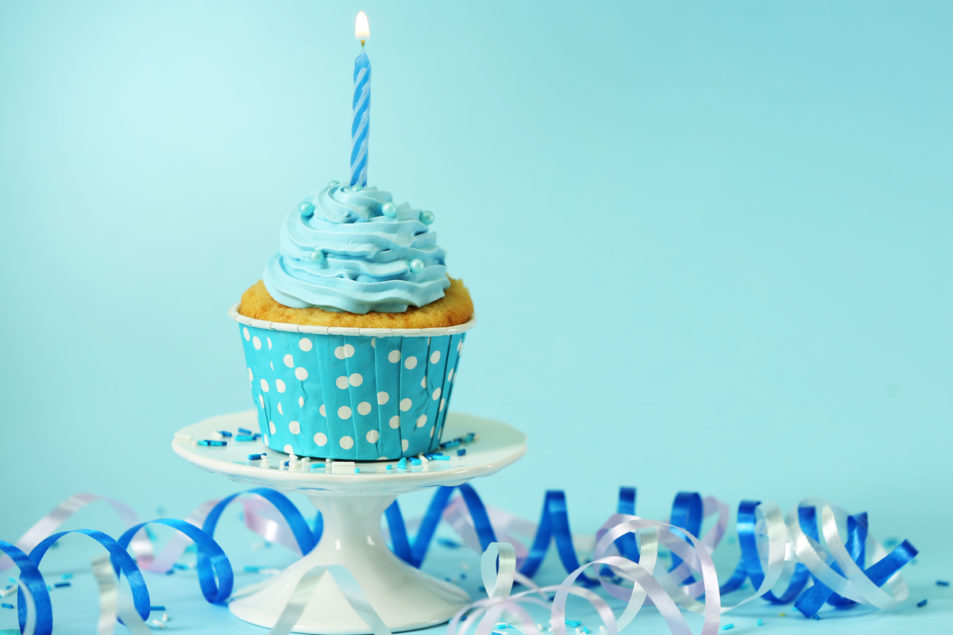 facebook celebrates new feature with free cupcakes at