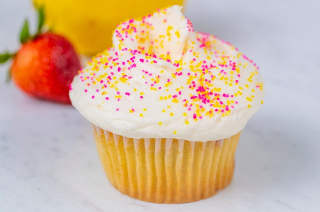 SusieCakes_StrawberryLemonadeCupcake