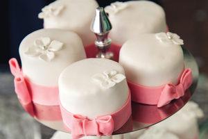 Weddingcupcakes_adobestock