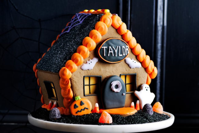 WilliamsSonoma_HalloweenGingerbread