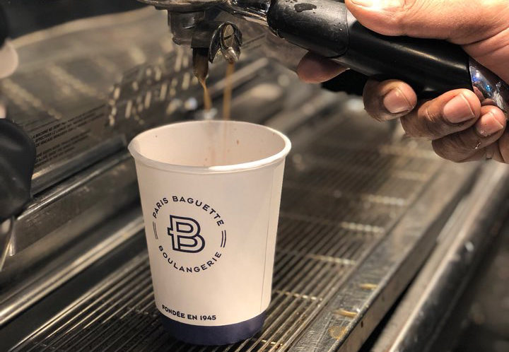 ParisBaguette_CoffeePour