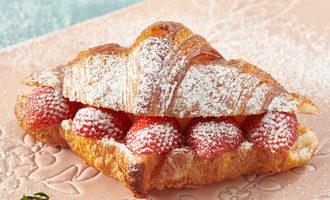 Parisbaguette strawberrycroissant