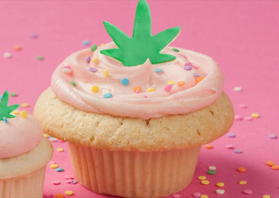 CupcakeRoyale_CBDFrosting