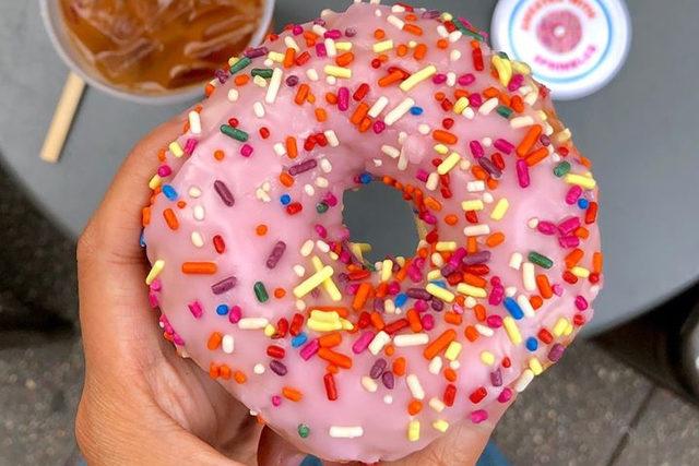 Dunkin_freedonut