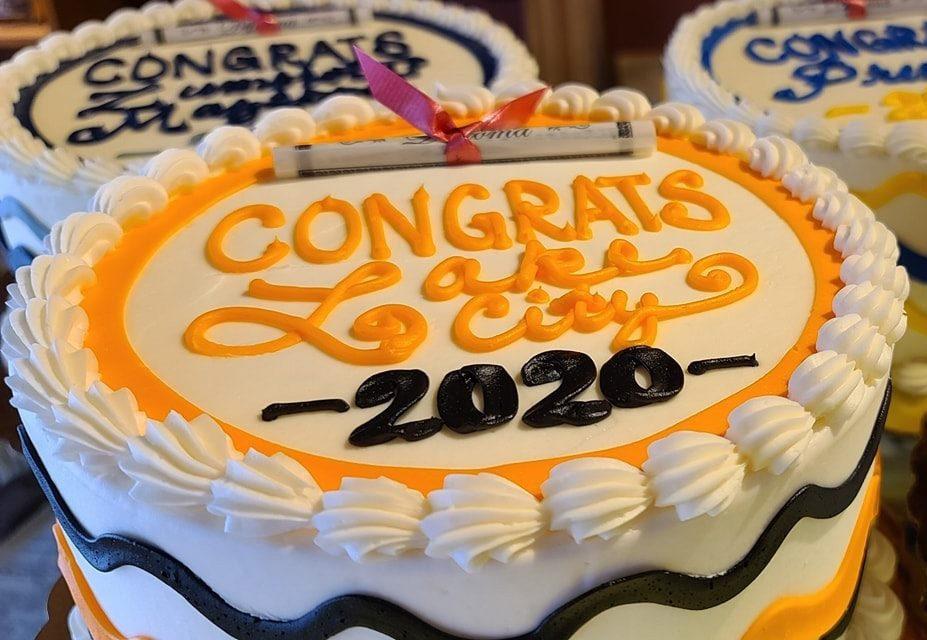 HanischBakery_GraduationCakes