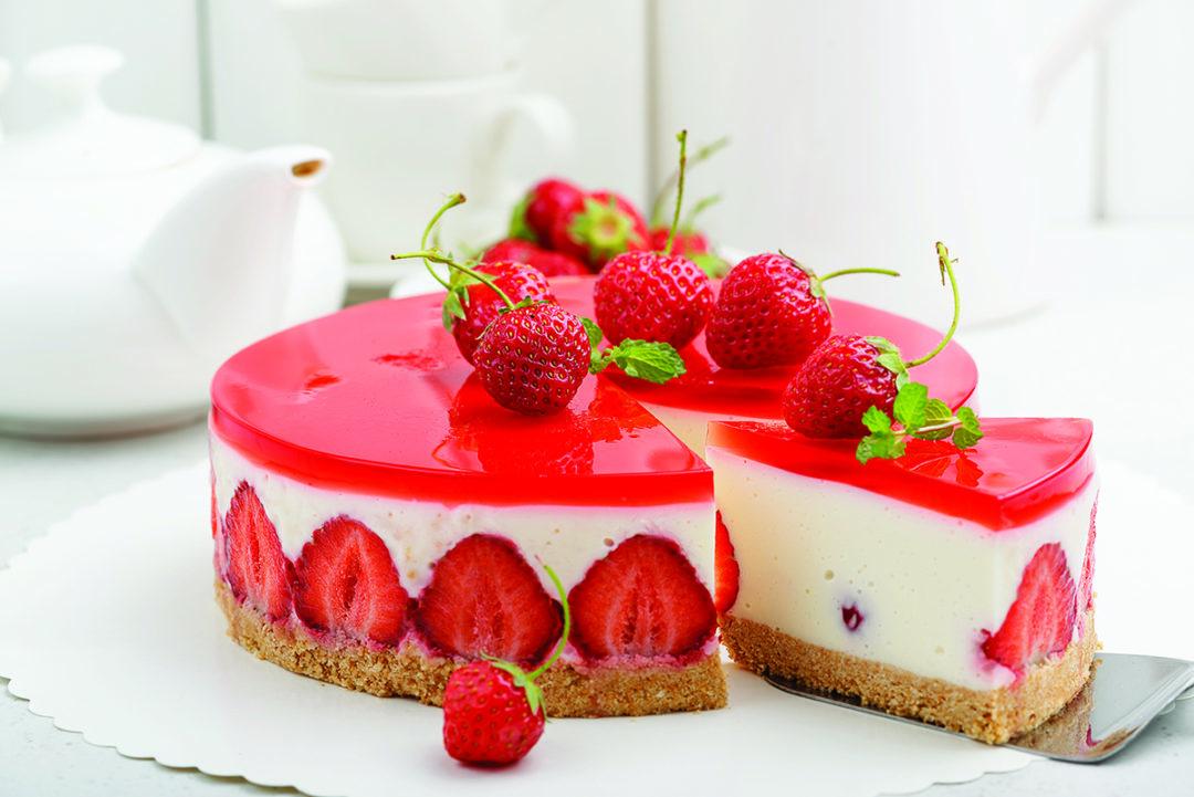 StrawberryCake_AdobeStock