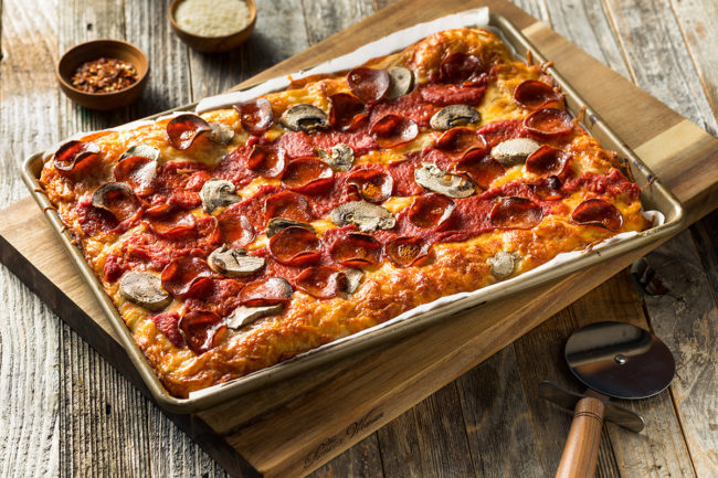 PanPizza_AdobeStock