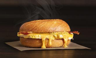 Einsteinbros baconquesoeggsandwich