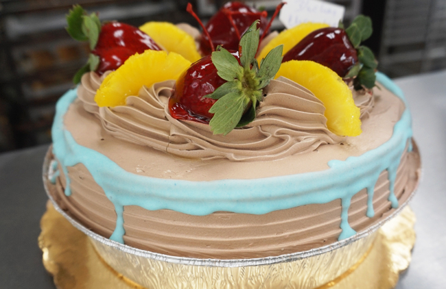 Adding Latin Flavors to Wedding Cakes | Bakemag.com | August 04 ...